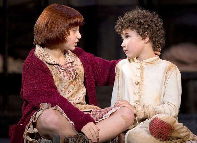"""Issie Swickle as Annie and Lilly Mae Stewart as Molly in """"Maybe"""" © JOAN MARCUS"""