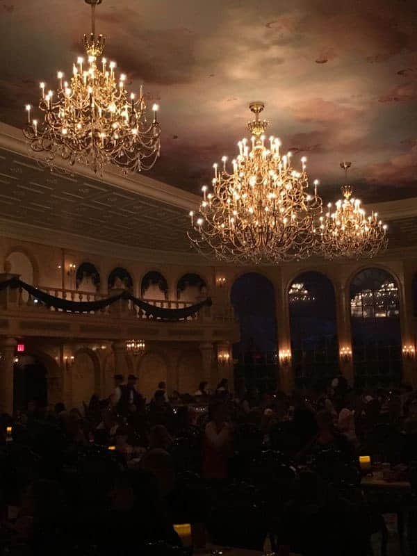 when to book Disney dining