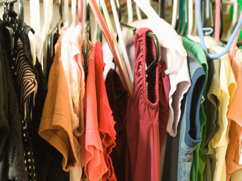 How to minimize and declutter your closet