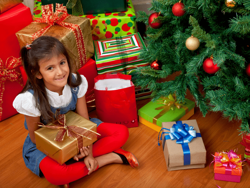 Top Tips on How to Save Money on Christmas Gifts |