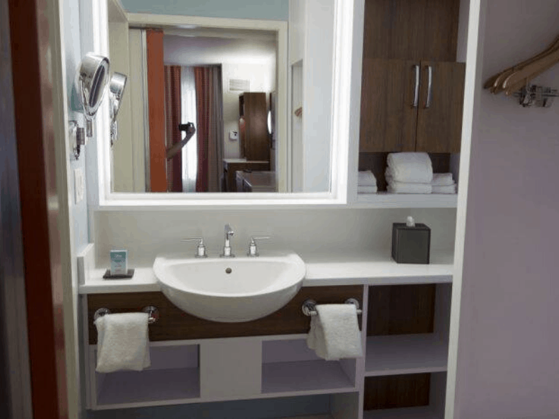bathroom inside pop century