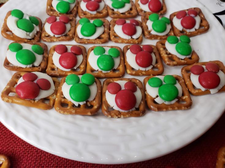 Christmas Mickey Mouse Pretzel Bites